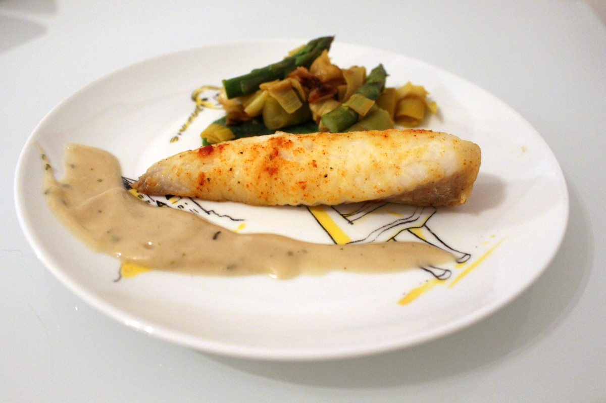Filet de lotte sauce pineau et poêlée poireau - asperge