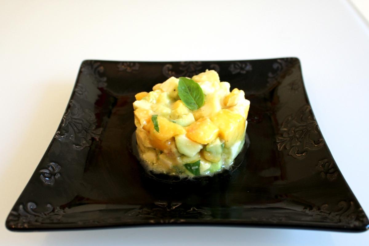 Salade pêches avocats mozzarella