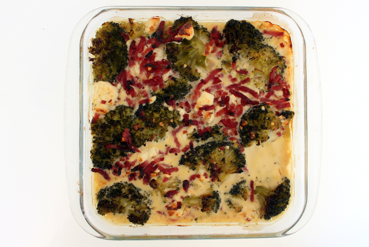 Gratin brocoli, bacon et feta