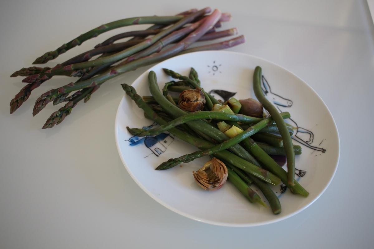 Poêlée du printemps : haricots verts, asperges et artichauts poivrades